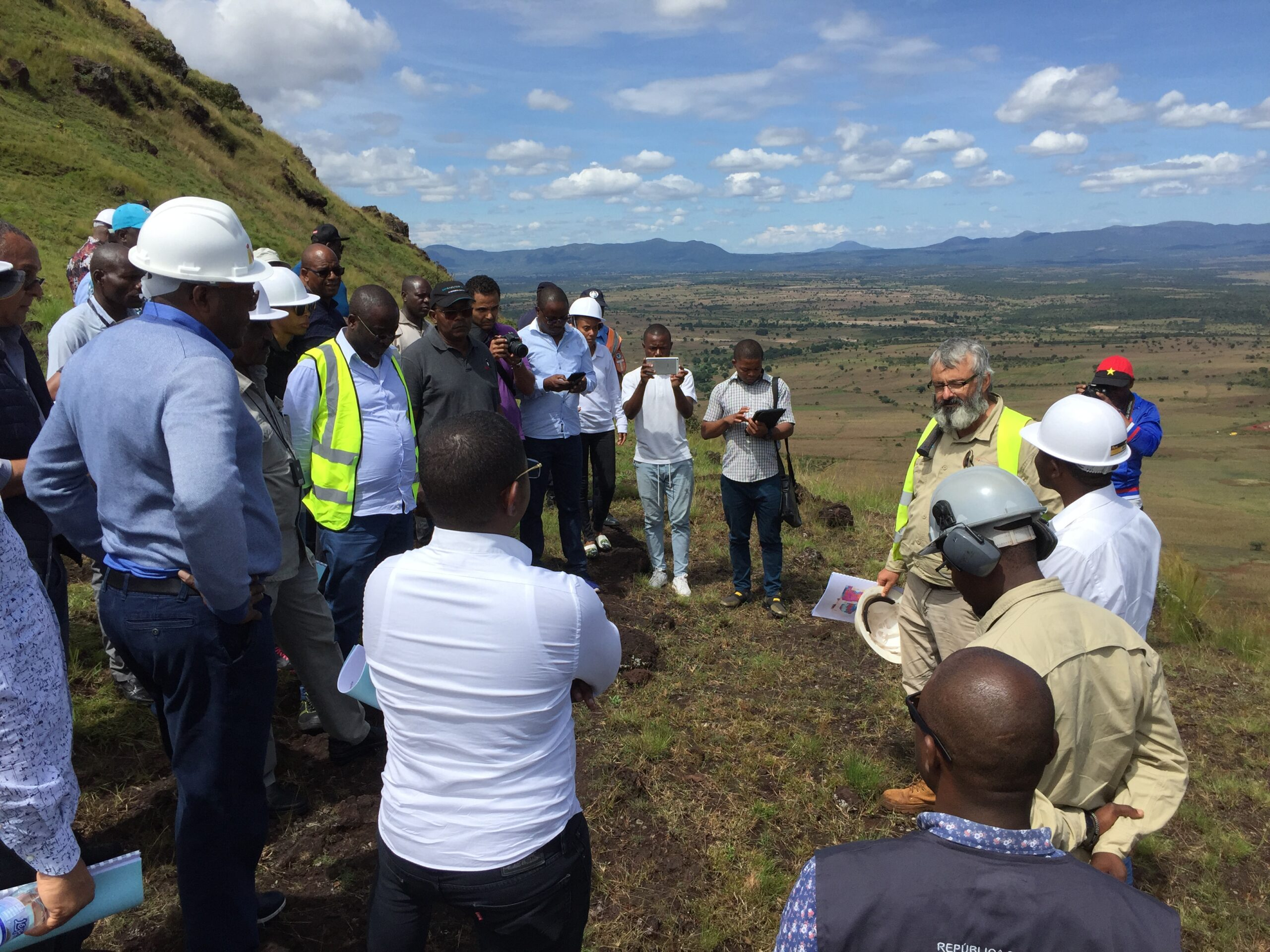 COO Dave Hammond discusses the project with Ministry and Local officials - Feb 2019